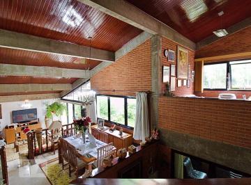 Casa · 600m² · 3 Quartos · 4 Vagas