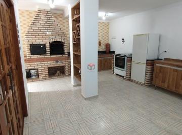 Casa · 216m² · 4 Quartos · 2 Vagas