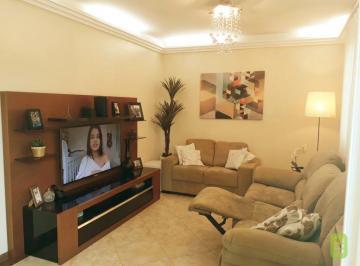 Casa · 142m² · 3 Quartos · 3 Vagas