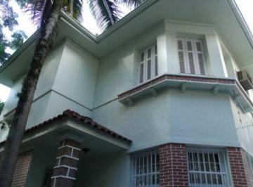 Casa · 220m² · 3 Quartos · 8 Vagas