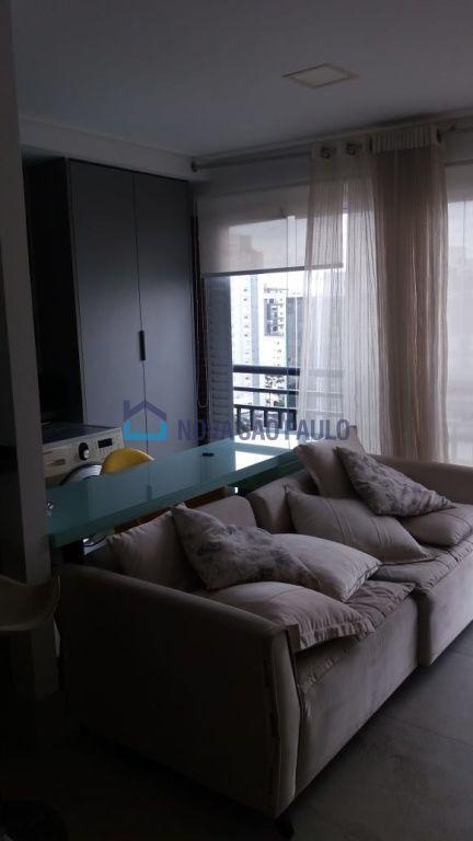 Apartamento com 1 suíte, 1 vaga, andar alto próximo ao aeroporto de Congonhas.