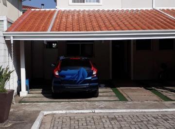 Casa · 70m² · 2 Quartos · 2 Vagas