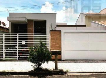 Casa · 240m² · 2 Vagas
