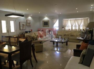 Casa · 400m² · 5 Quartos · 5 Vagas
