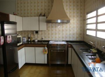 Casa · 270m² · 4 Quartos · 10 Vagas