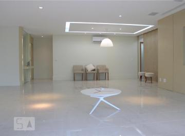 Apartamento · 231m² · 4 Quartos · 3 Vagas