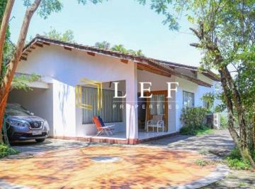 Casa · 285m² · 4 Quartos · 8 Vagas