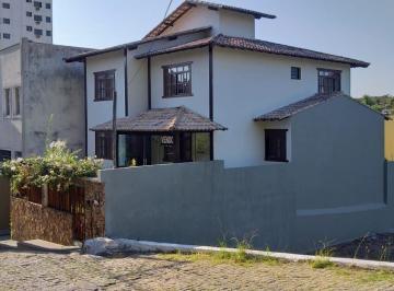 Casa · 404m² · 5 Quartos · 4 Vagas