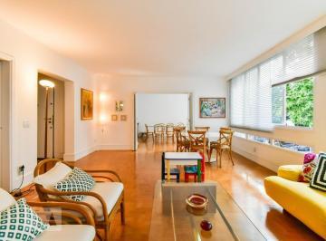 Apartamento · 247m² · 3 Quartos · 2 Vagas