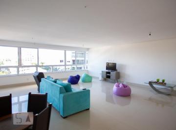 Apartamento · 270m² · 4 Quartos · 3 Vagas