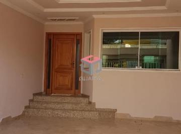 Casa · 242m² · 4 Quartos · 4 Vagas