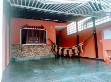 Casa · 175m² · 3 Quartos · 2 Vagas