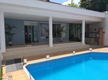 Casa · 300m² · 3 Quartos · 6 Vagas