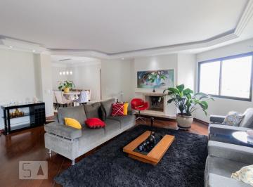 Apartamento · 230m² · 3 Quartos · 4 Vagas