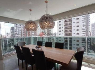 Apartamento · 218m² · 3 Quartos · 4 Vagas