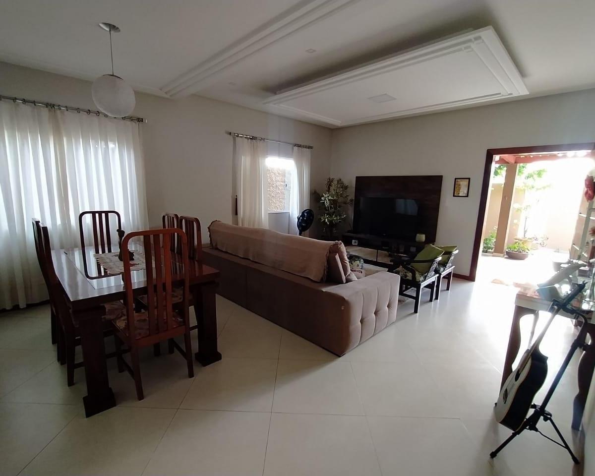 Linda casa de 3 quartos com suíte no Centro de Guriri ES