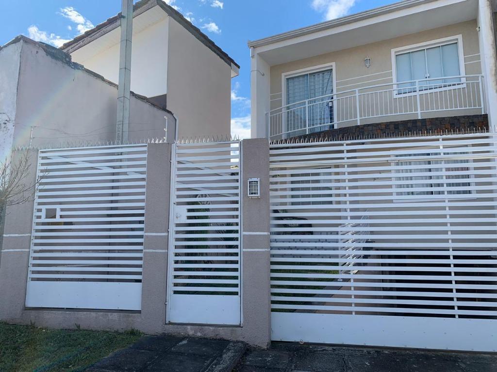 Sobrado Triplex no Bacacheri com com 3 Dormitórios/1 Suíte/2 Vagas - Curitiba/PR