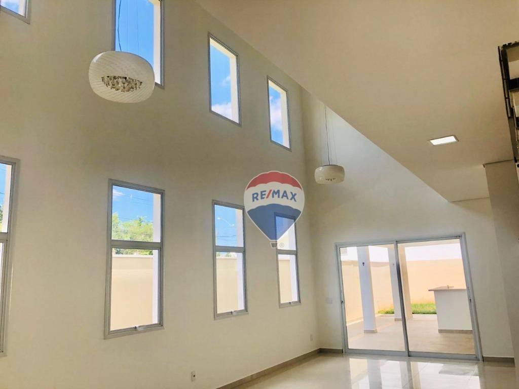 Sala integrada com altura dupla