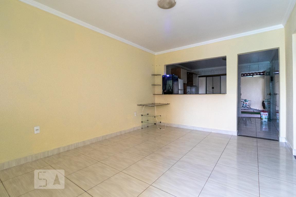 Casa para Aluguel - Taguatinga, 2 Quartos,  200 m² - Brasília