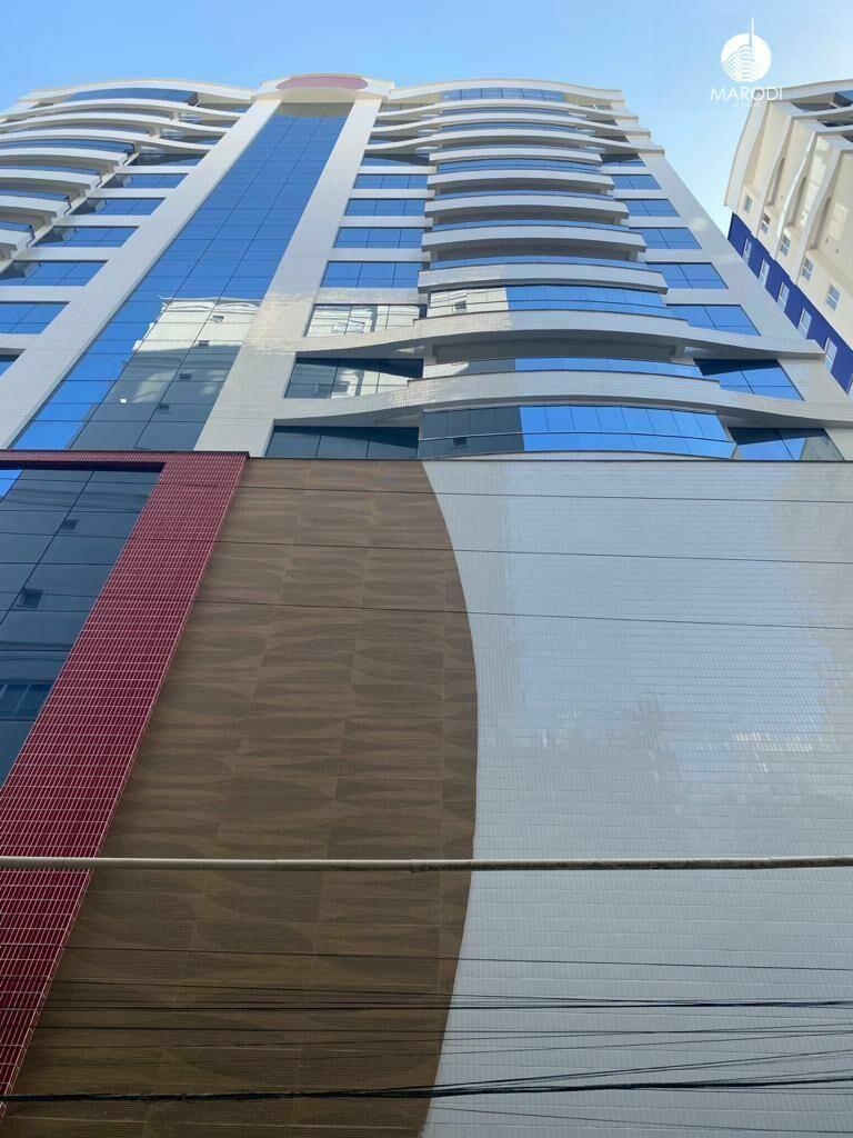 Apartamento à venda - em Meia Praia