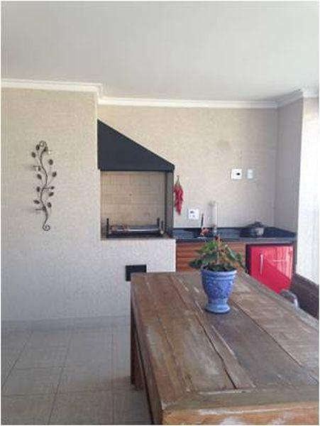 Apartamento Vila Romana, 94 m2, 2 dormitórios, 1 suíte com 2 vagas de garagem.