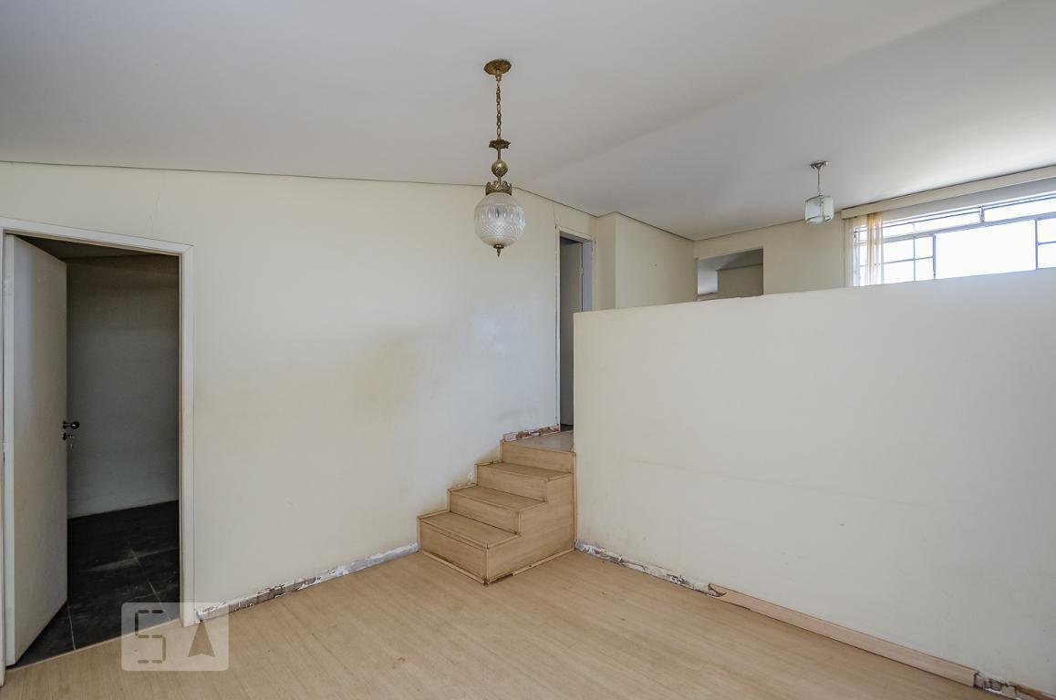 Casa para Aluguel - Cinqüentenário, 2 Quartos,  250 m² - Belo Horizonte