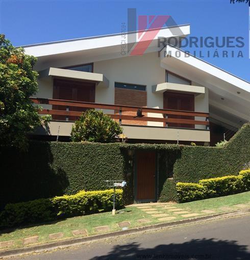 Casa · 305m² · 5 Quartos · 4 Vagas