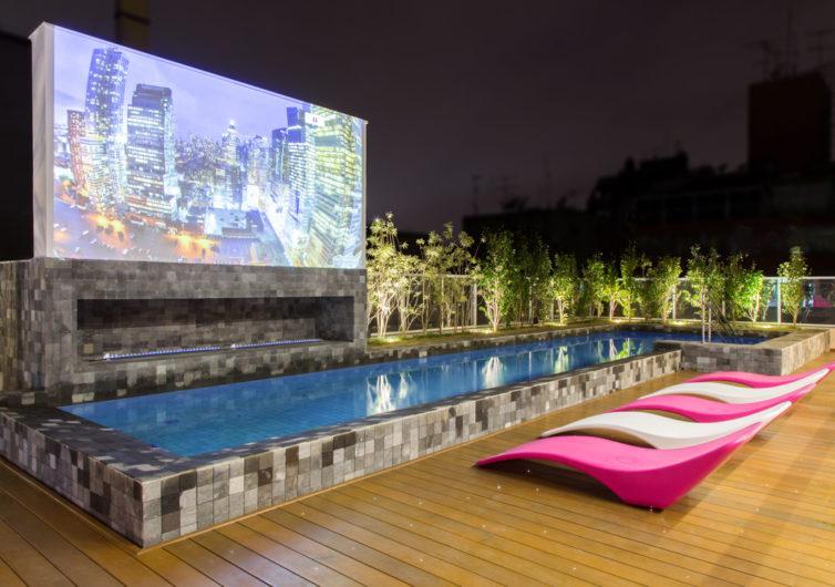 Cinema e piscina