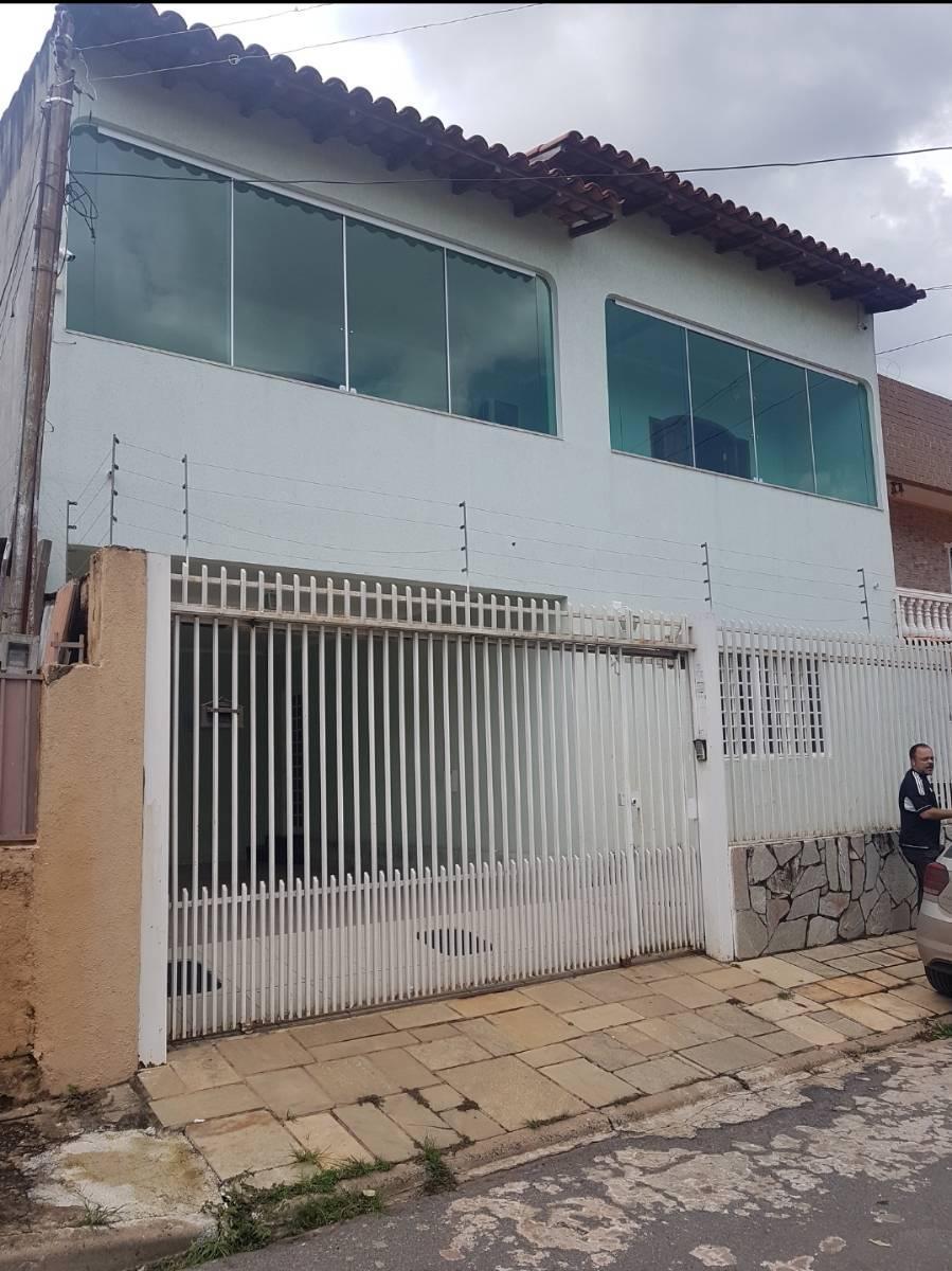 Casa · 240m² · 3 Quartos · 2 Vagas
