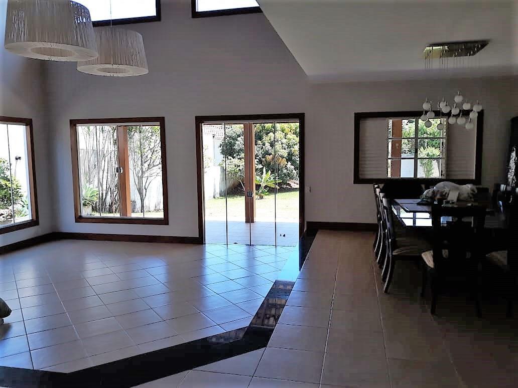 Casa · 530m² · 4 Quartos · 2 Vagas