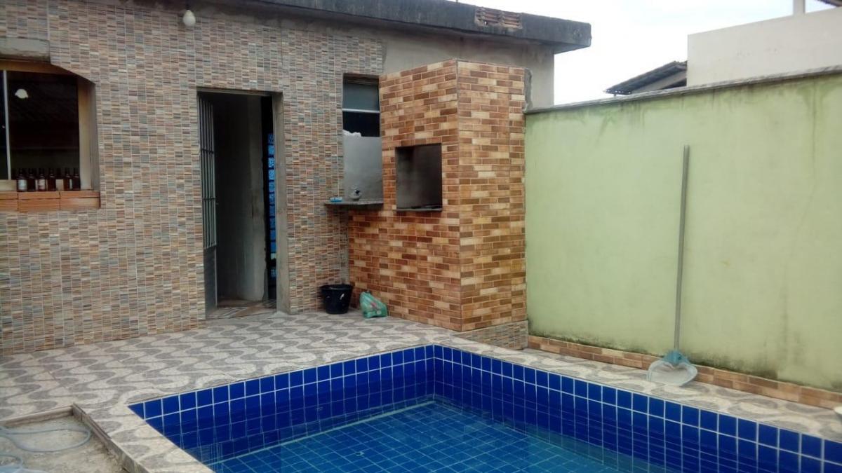 linda casa com piscina no industrial
