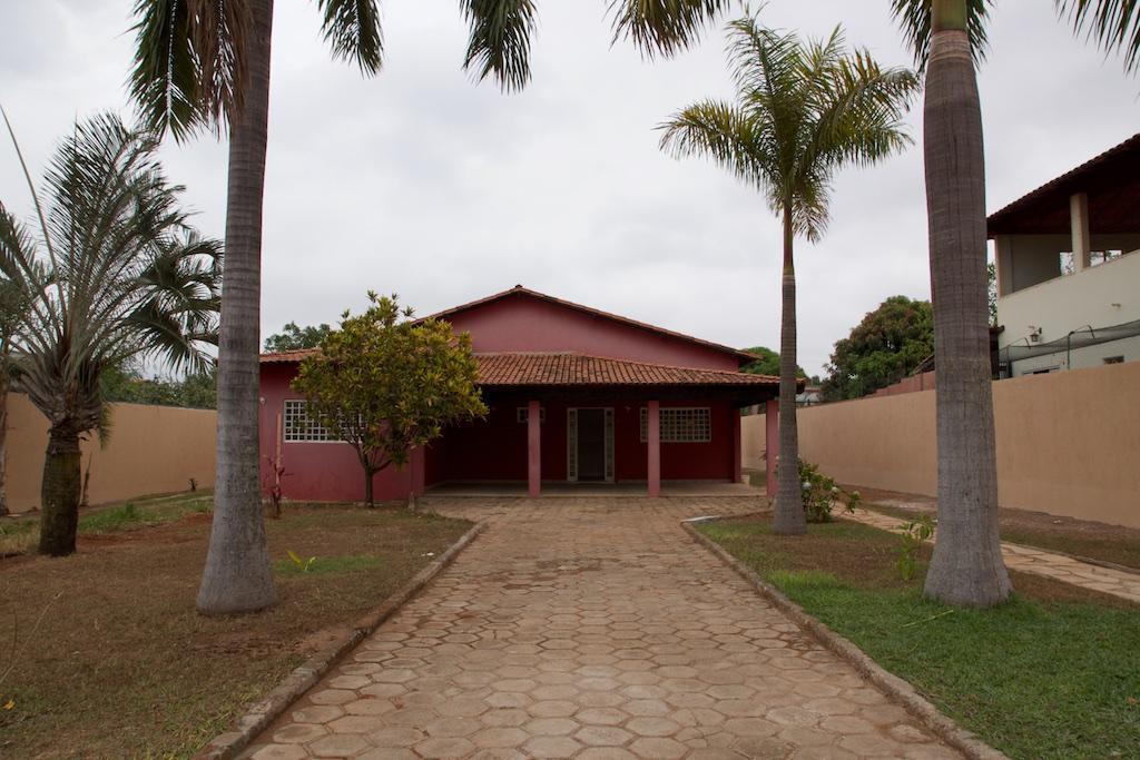 Fachada e Jardim