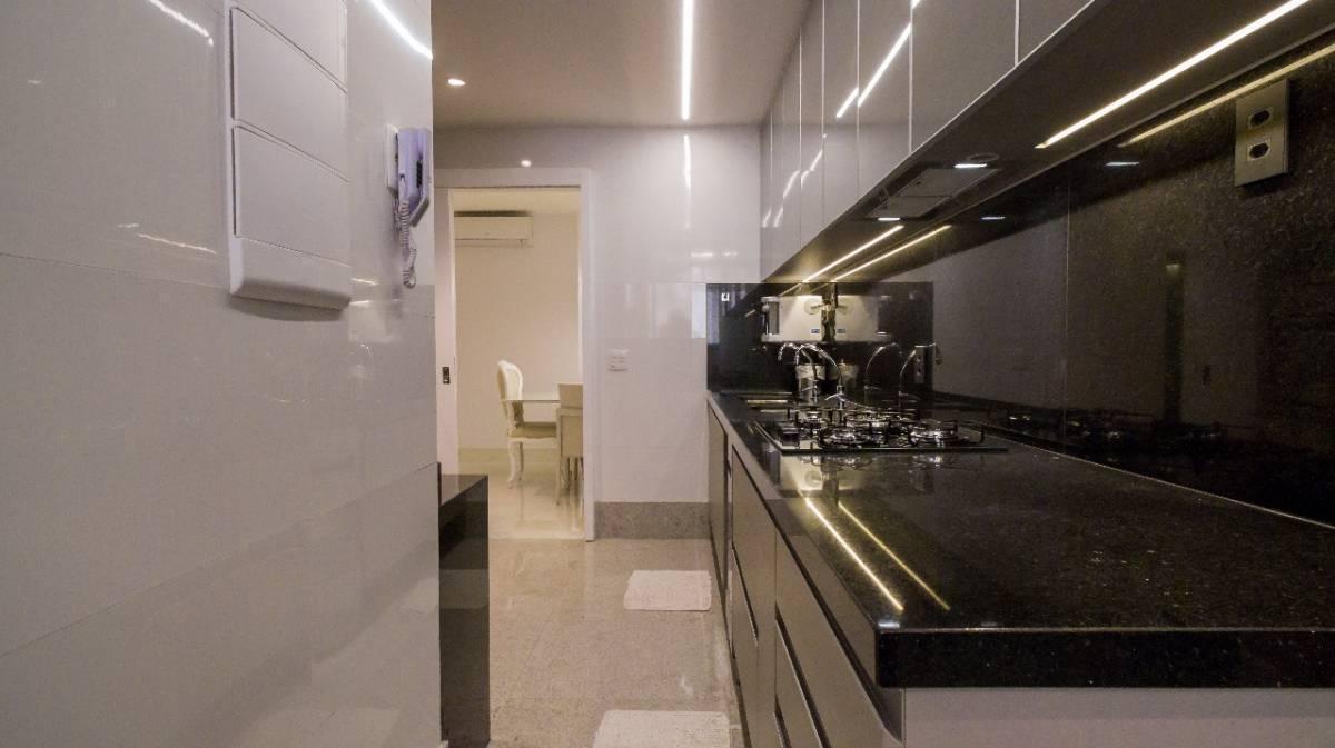 Apartamento · 195m² · 4 Quartos · 4 Vagas