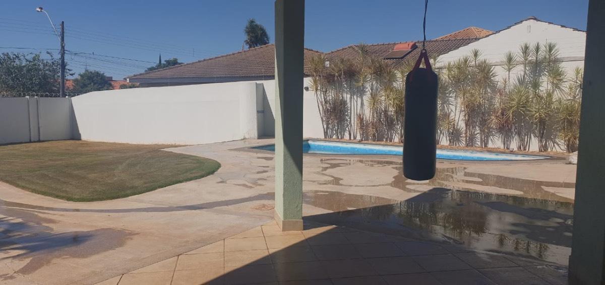 Casa · 1000m² · 4 Quartos