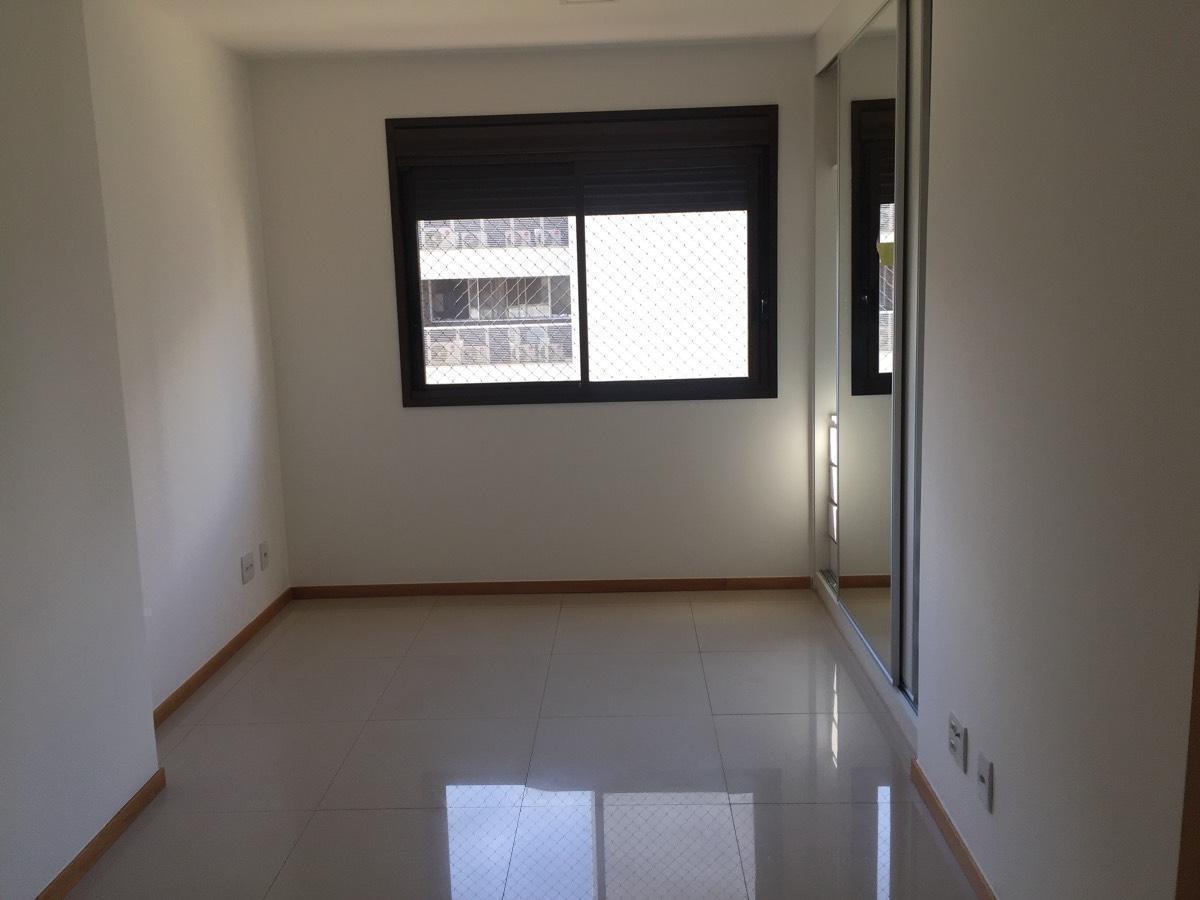 Apartamento · 178m² · 4 Vagas