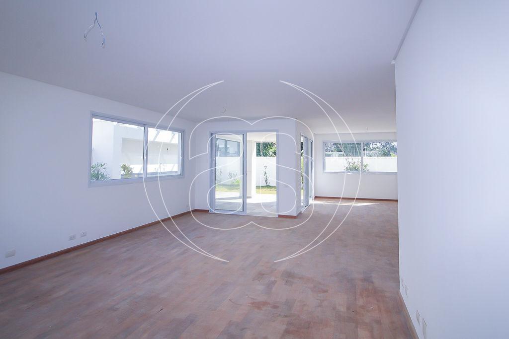 Casa · 586m² · 4 Quartos · 6 Vagas