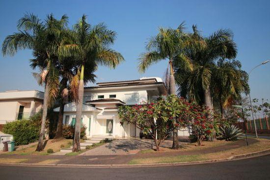 Casa · 646m² · 5 Quartos · 4 Vagas