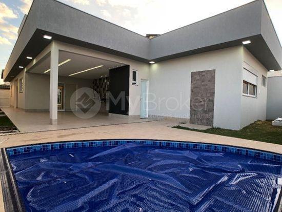 Casa · 434m² · 3 Quartos · 4 Vagas
