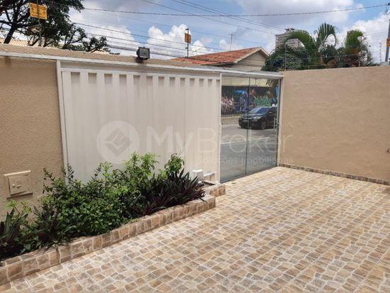 Casa · 260m² · 5 Quartos · 4 Vagas