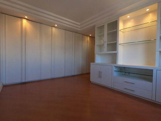 Apartamento · 256m² · 2 Vagas