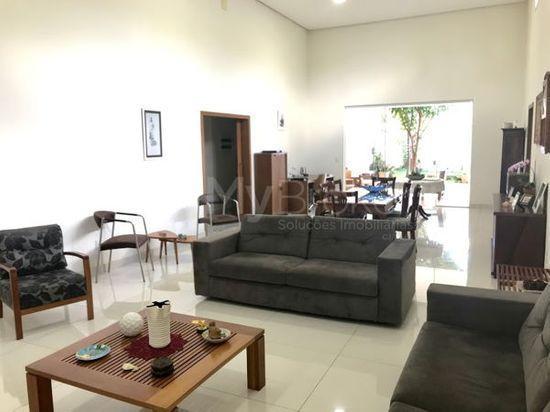 Casa · 673m² · 4 Quartos · 4 Vagas